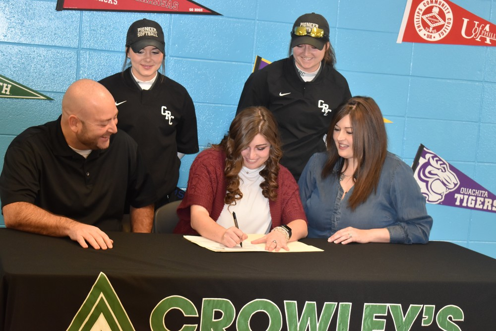 Bailey Fields Signing with Crowley's Ridge College