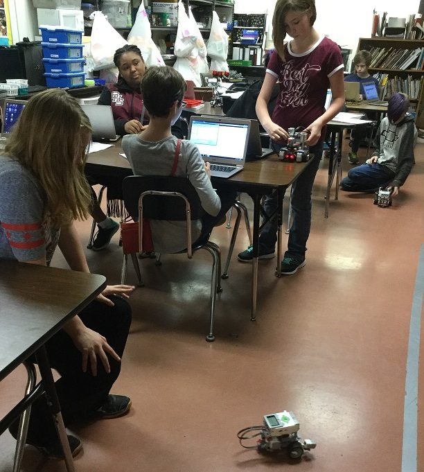 Jr. GT Students Learn to Program EV3 Robots